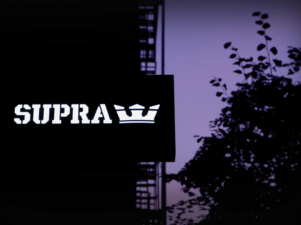 Abstract Wallpaper: Supra