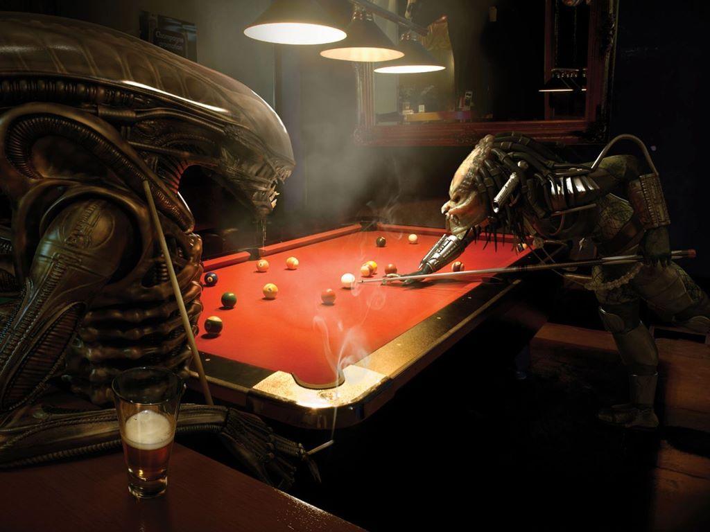 Fantasy Wallpaper: Alien vs Predator - Pool Game