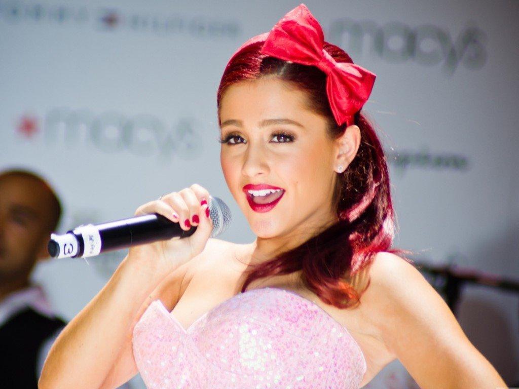 Music Wallpaper: Ariana Grande