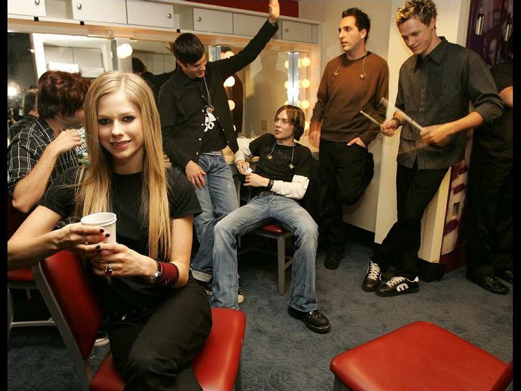Music Wallpaper: Avril Lavigne - Backstage