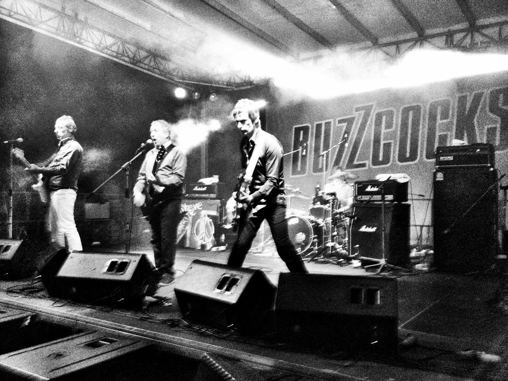 Papel de Parede Gratuito de Música : Buzzcocks - Ao Vivo