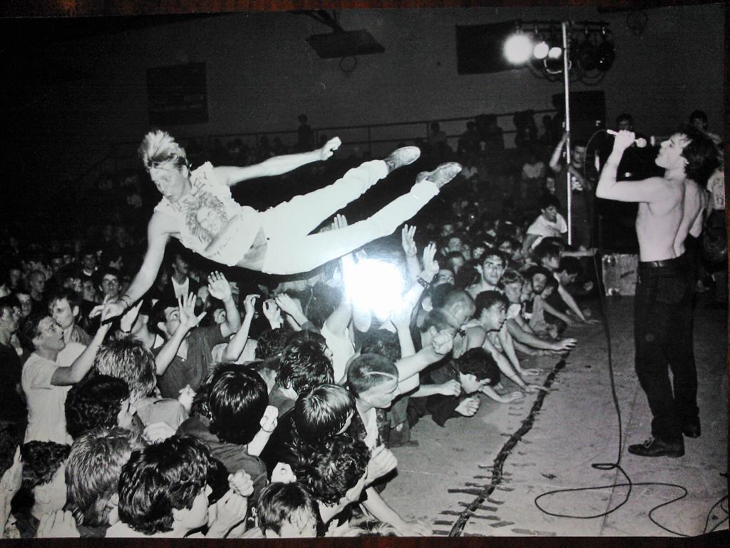 Music Wallpaper: Dead Kennedys - Alive