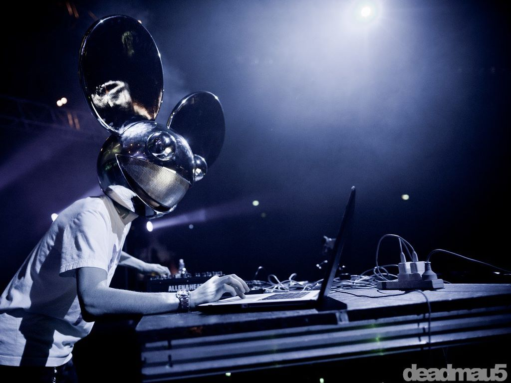 Music Wallpaper: deadmau5