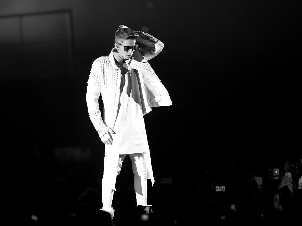 Music Wallpaper: Justin Bieber - Confident
