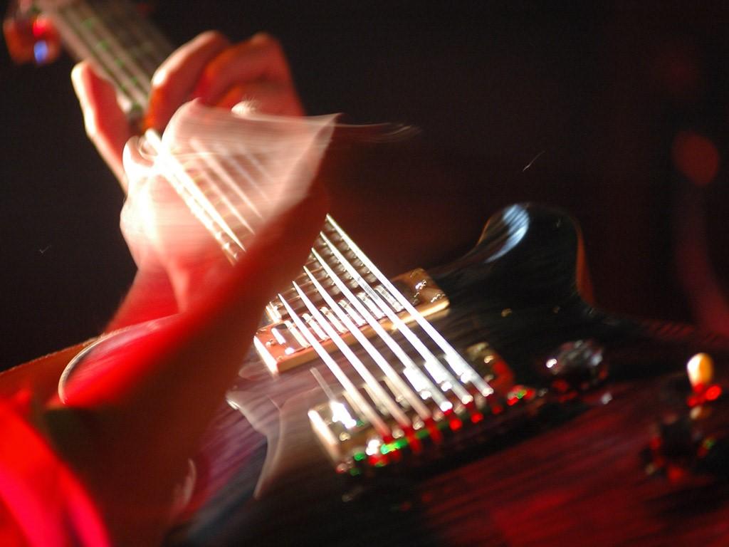 Music Wallpaper: Playing Guitar