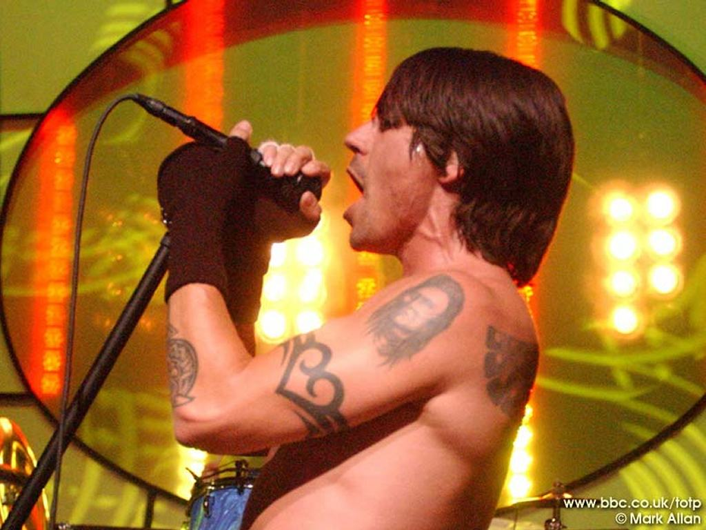 Music Wallpaper: Red Hot Chilli Peppers - Live at BBC