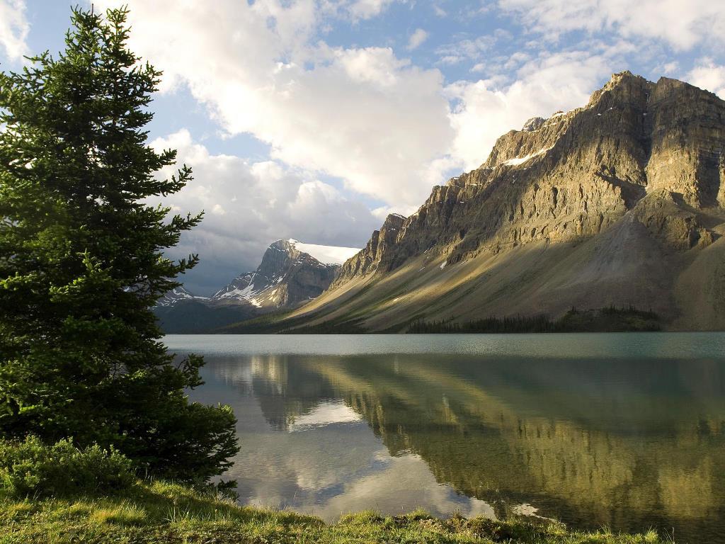 Nature Wallpaper: Bow Lake - Canada