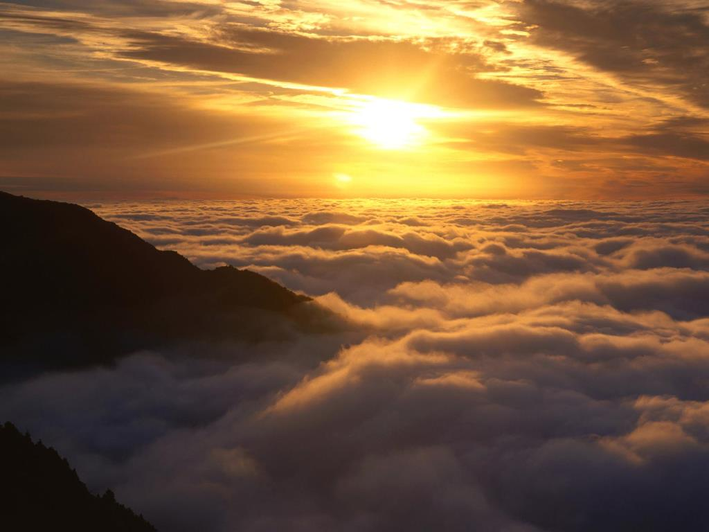 Nature Wallpaper: Dawn Over New Zealand