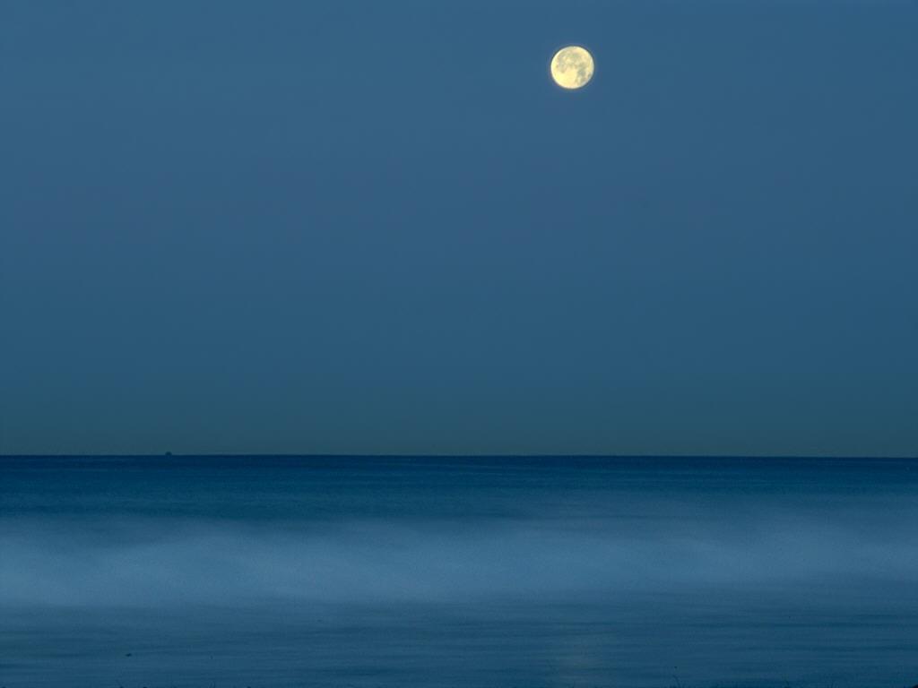 Nature Wallpaper: Full Moon Over Ocean