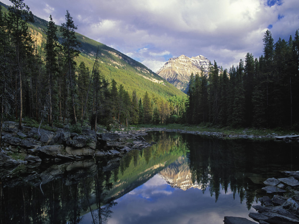 Nature Wallpaper: Horseshoe Lake - Canada