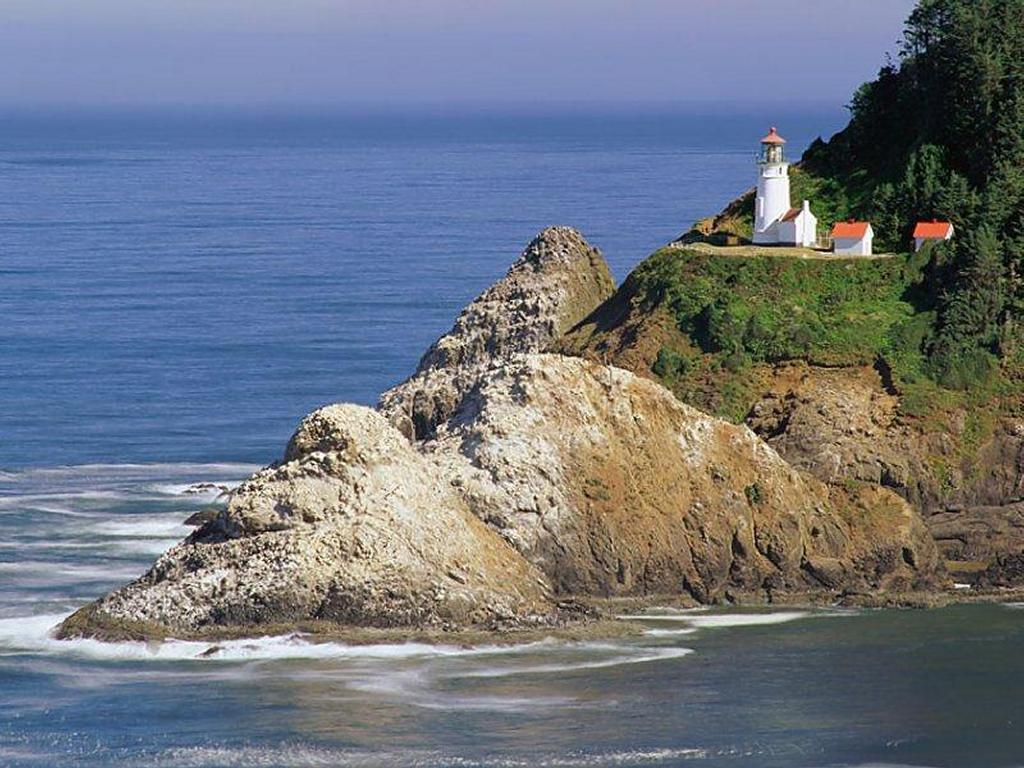 Nature Wallpaper: Lighthouse by the Sea