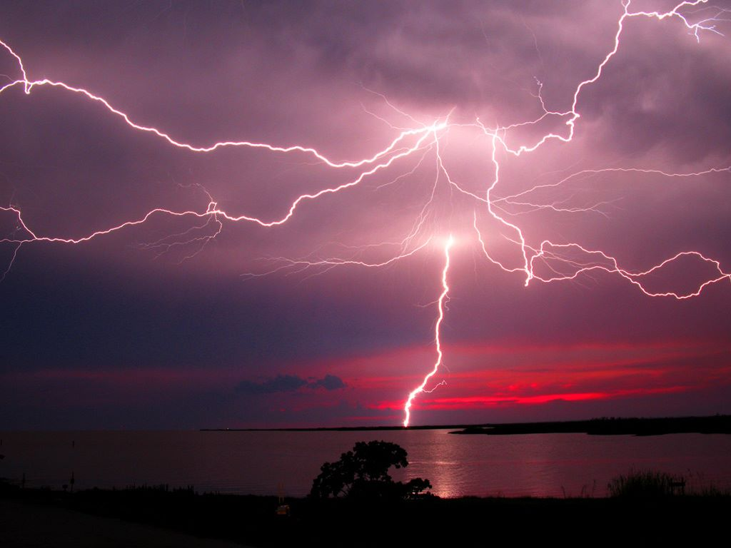 Nature Wallpaper: Lightning at Dusk