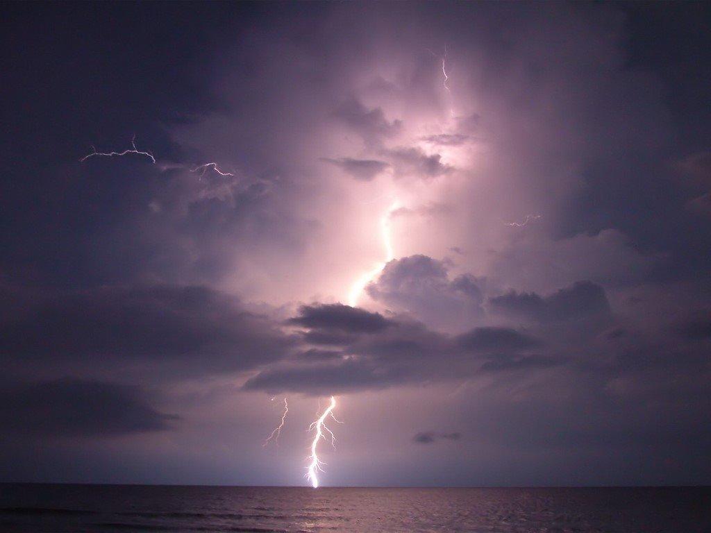 Nature Wallpaper: Lightning - Sea