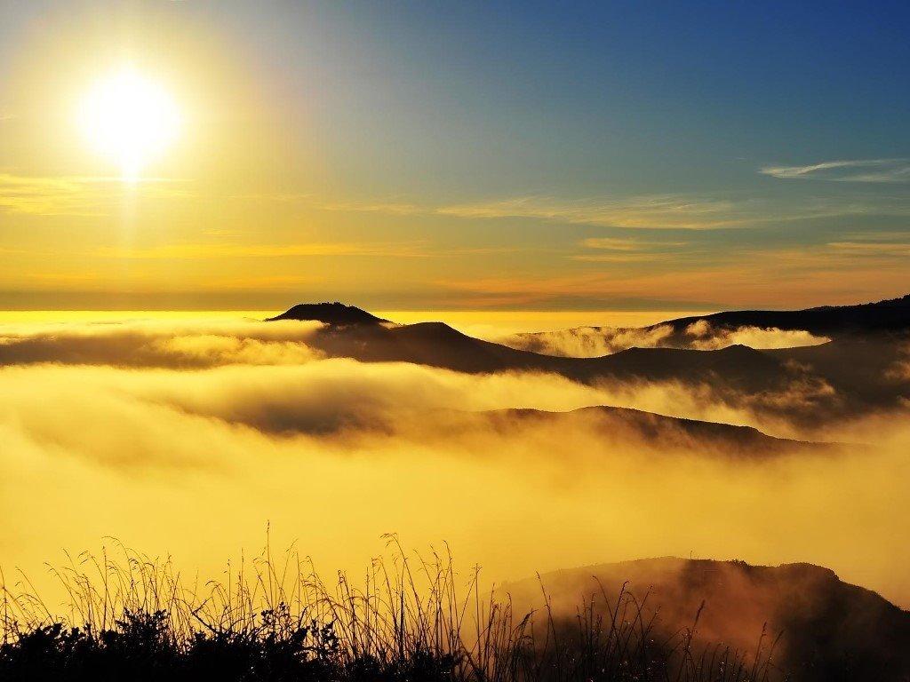 Nature Wallpaper: Mountains - Golden Fog