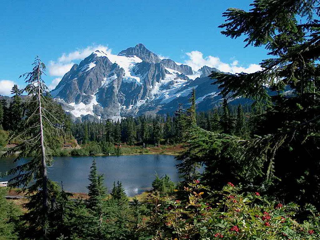 Nature Wallpaper: Mt. Shuksan (Washington)