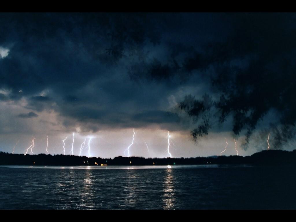 Nature Wallpaper: Night Storm