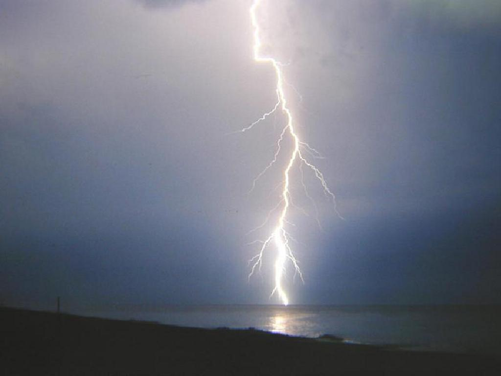 Nature Wallpaper: Thunderbolt