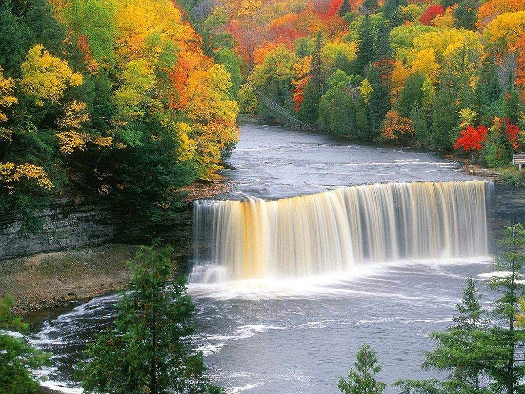 Nature Wallpaper: Tahquamenon Falls - Michigan