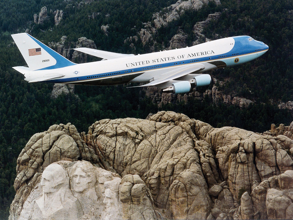 Vehicles Wallpaper: Air Force One - Over Mt. Rushmore