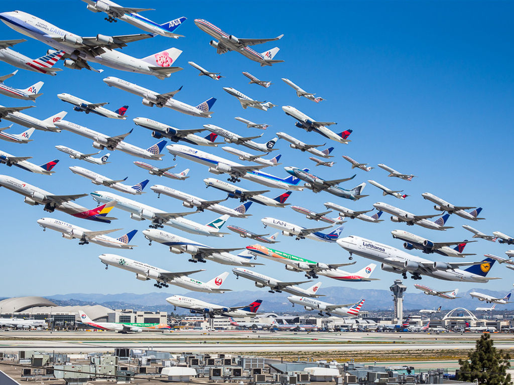 Vehicles Wallpaper: Airplanes - Taking Off