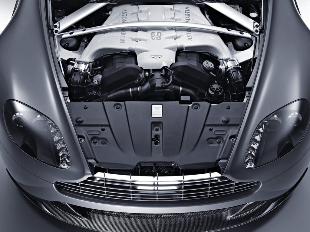 Vehicles Wallpaper: Aston Martin V12 Vantage - Engine