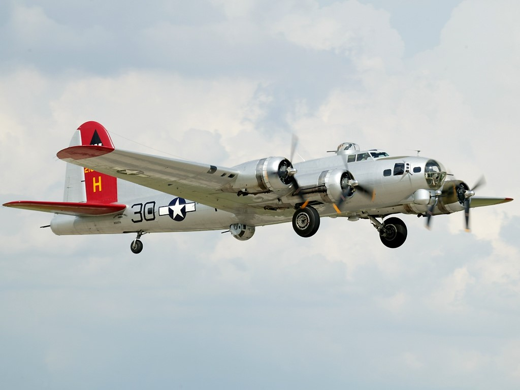 Vehicles Wallpaper: B-17 - Flying Fortress