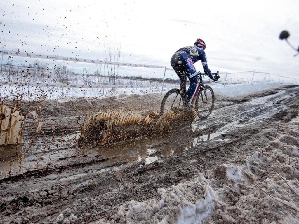 Vehicles Wallpaper: Bike - Mud