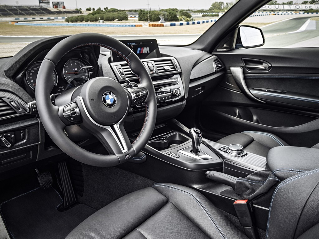 Vehicles Wallpaper: BMW M2 - Inside