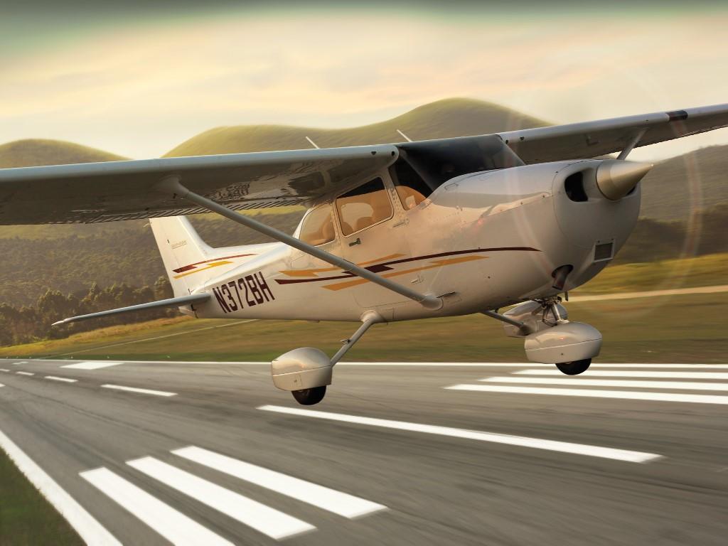 Vehicles Wallpaper: Cessna 172 Skyhwak
