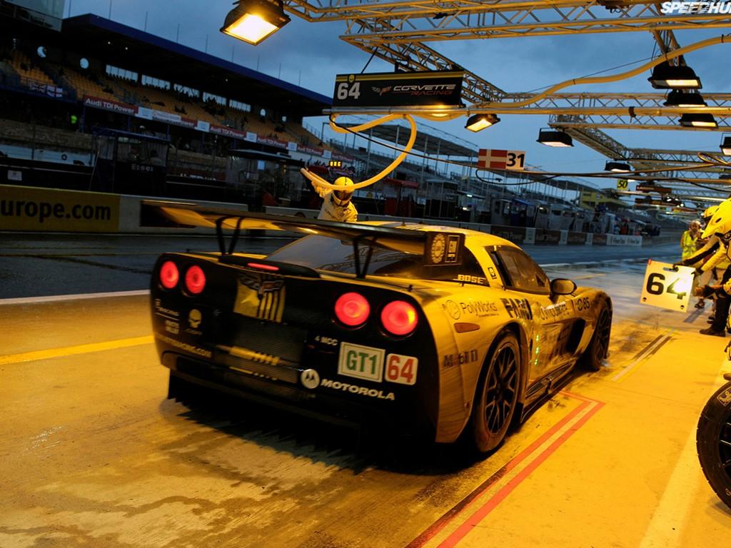 Vehicles Wallpaper: Corvette - Racing