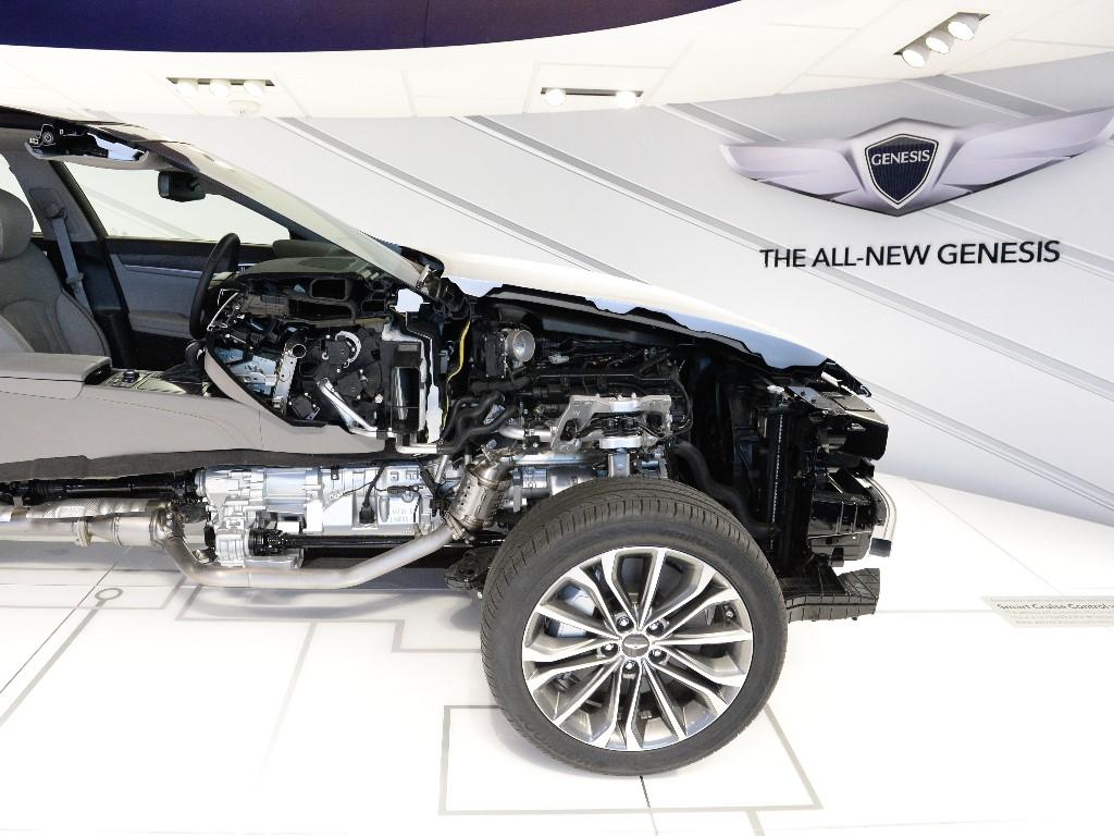 Vehicles Wallpaper: Hyundai Genesis