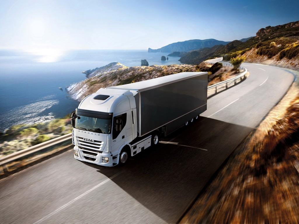 Vehicles Wallpaper: Iveco - Road