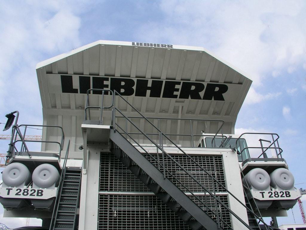 Vehicles Wallpaper: Liebherr
