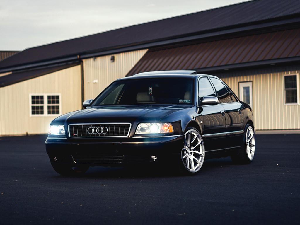 Vehicles Wallpaper: Luxury Car