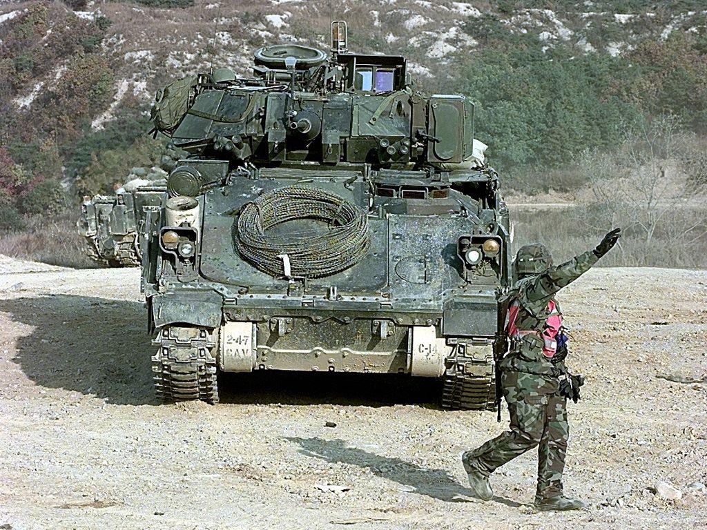 Vehicles Wallpaper: M3 Bradley Fighting Vehicle