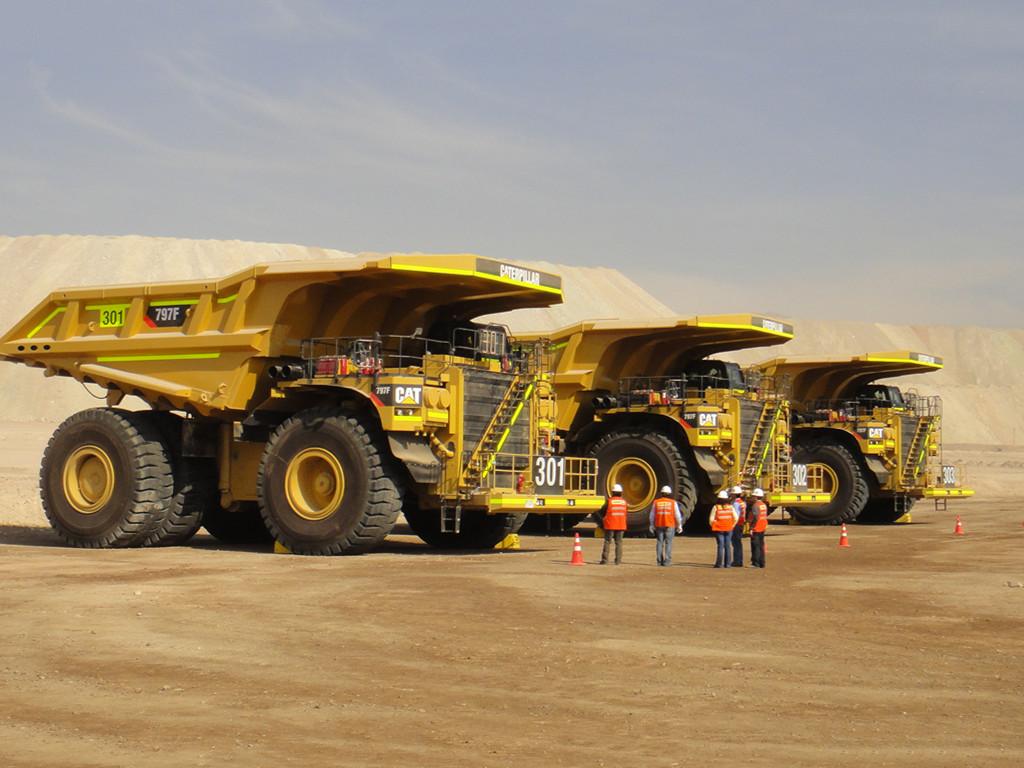 Vehicles Wallpaper: Mining Trucks