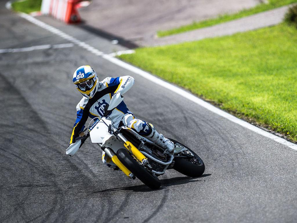 Vehicles Wallpaper: Motorbike - Drift