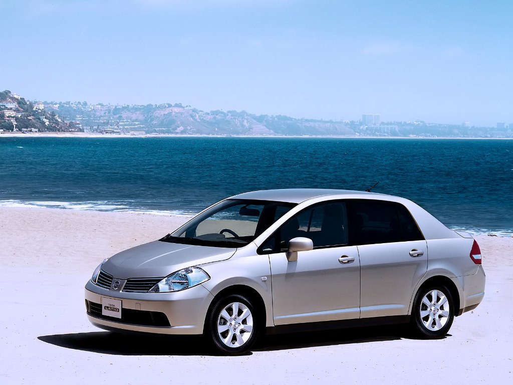Vehicles Wallpaper: Nissan Tiida Latio
