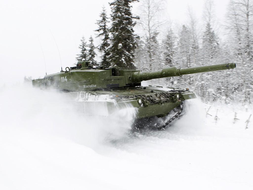 Vehicles Wallpaper: Tank - Snow