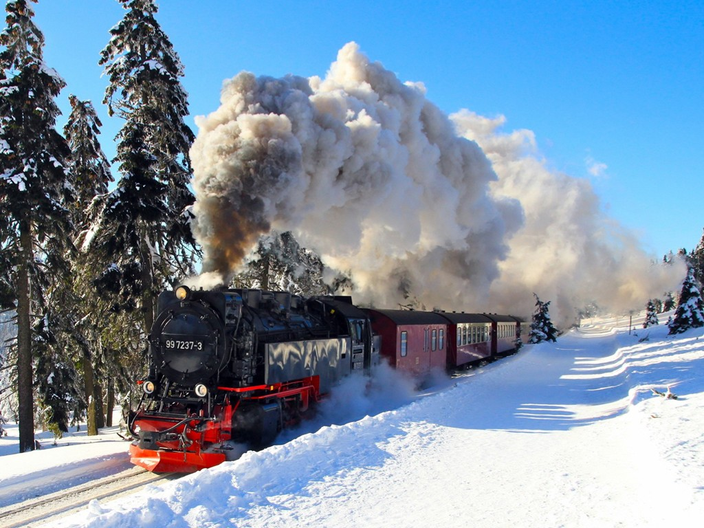 Vehicles Wallpaper: Train - Snow