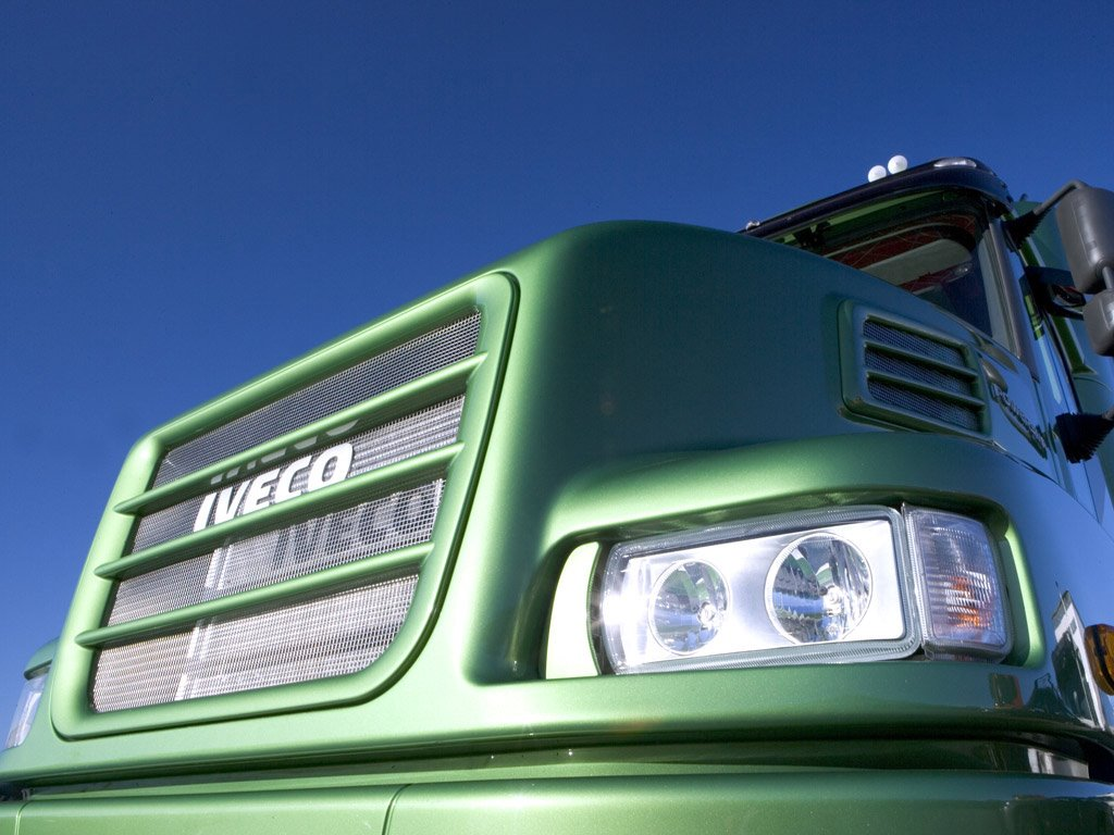 Vehicles Wallpaper: Truck - Front