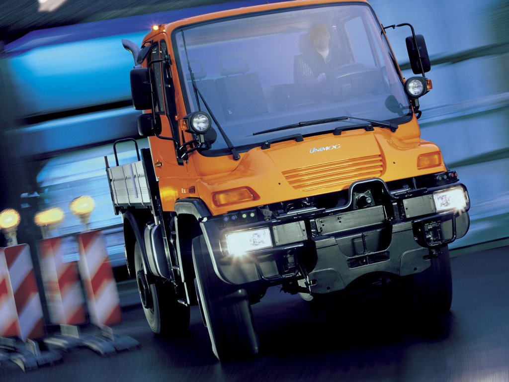 Vehicles Wallpaper: Unimog